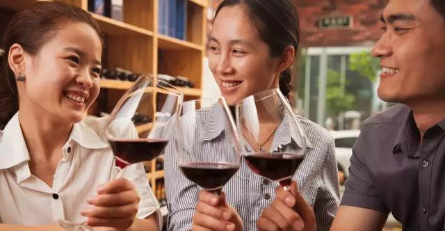中国线上酒类年销售额达 423 亿元,居世界第一-酒业时报-WineTimes中文网